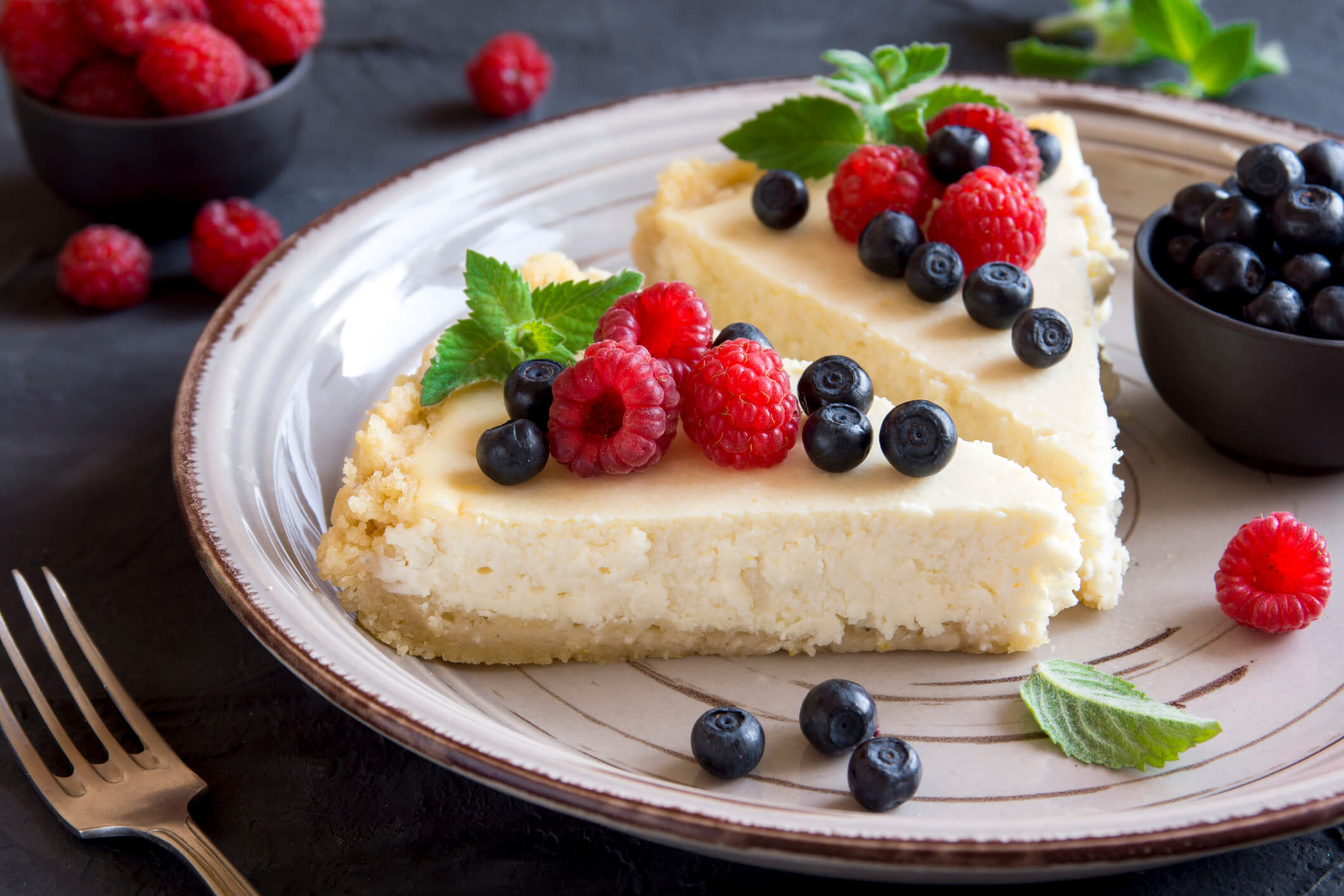 low carb cheesecake with berries